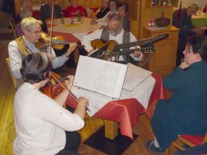 Das Liechtentaler Quartett spielt beim Stammtisch auf.