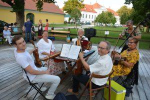 Gmischter Satz beim Sommertanzen der ArGe Wien in Hütteldorf 2018