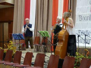 Den nächsten Tanzblock spielt die Familienmusik Fuchs mit Gerhard Fuchs, Franz Fuchs und Rhonda D'Vine.